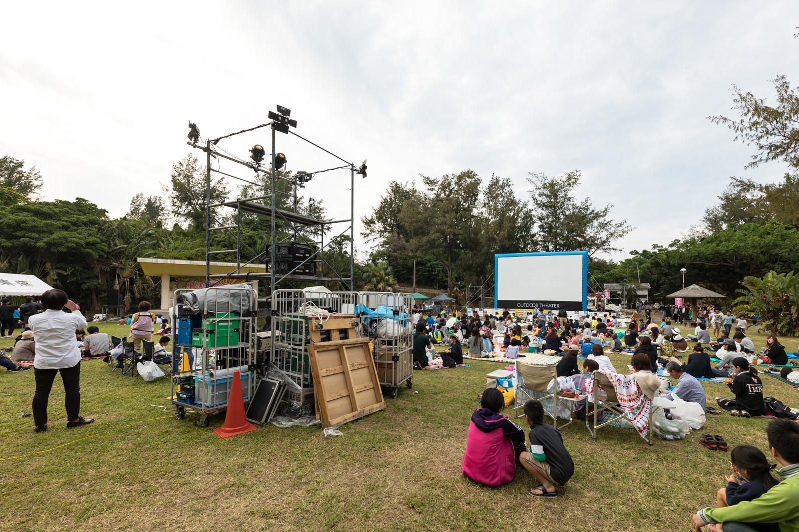 「徳之島で開催された野外シネマのイベント」の写真