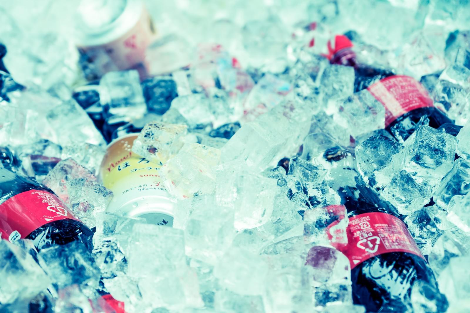 「氷に入ったドリンク」の写真