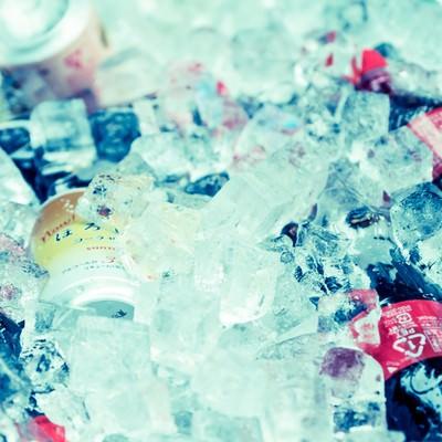 「氷に入ったドリンク」の写真素材