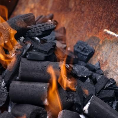 「BBQの火起こし」の写真素材