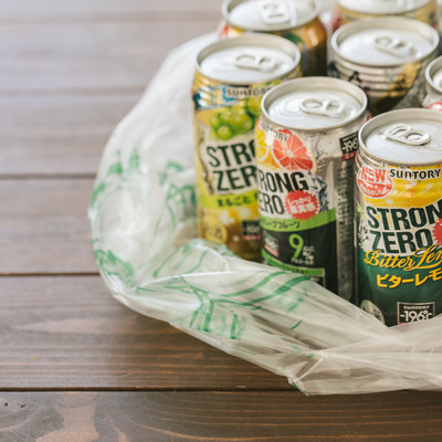 交流会で買った大量の缶チューハイの写真