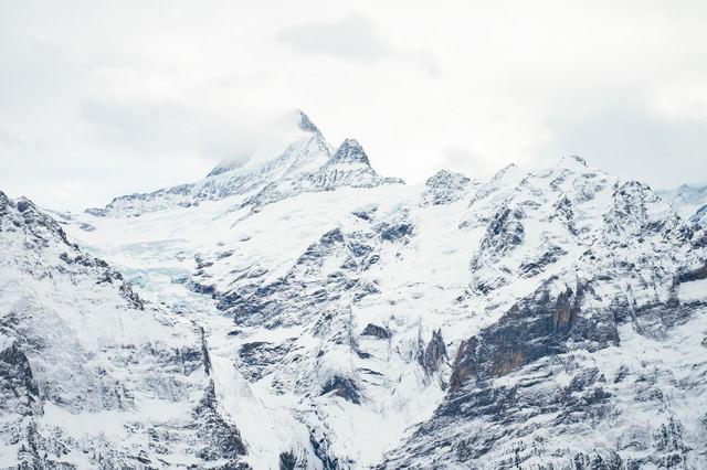 グリンデルワルトの雪山の写真