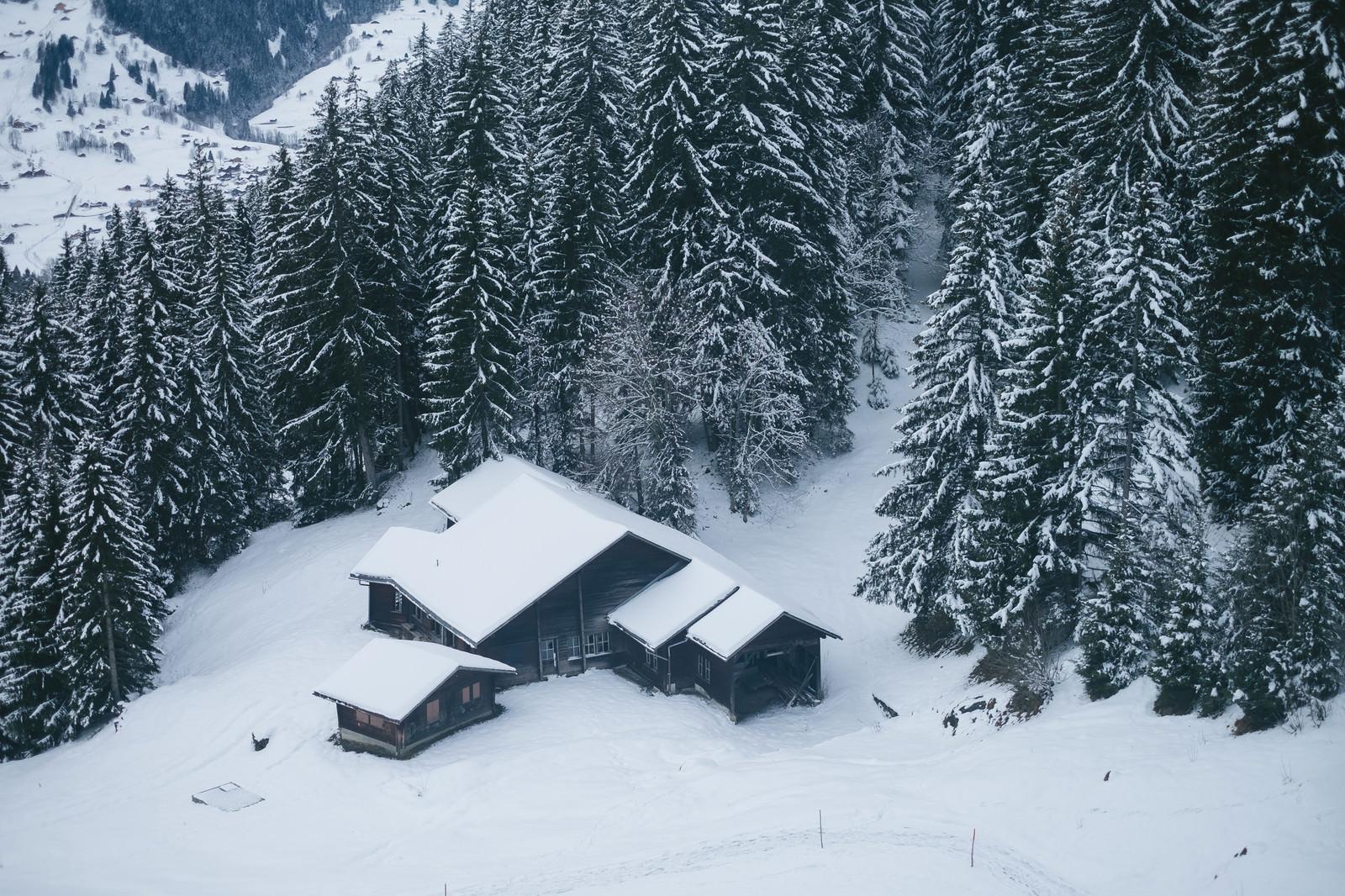 「雪の中の山小屋(スイス)」の写真