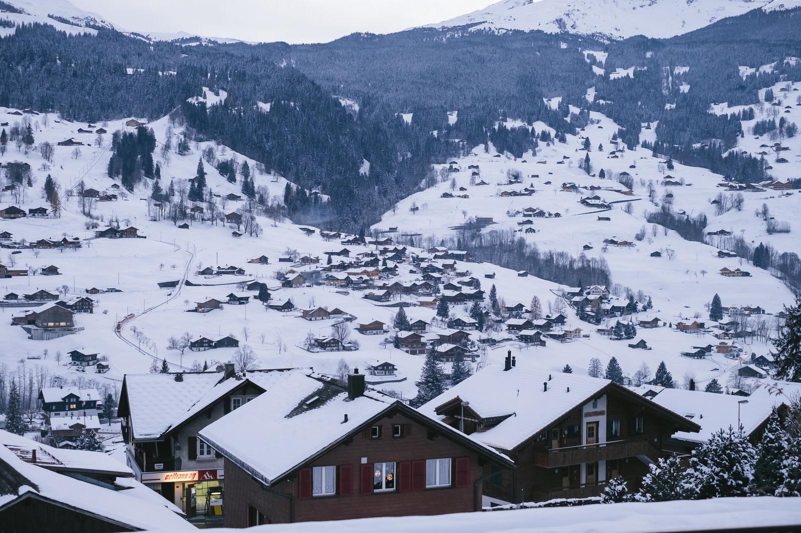 「冬のグリンデルワルトの街並み」の写真