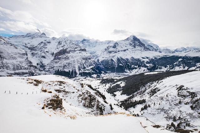 雪のアルプス山脈(スイス)の写真