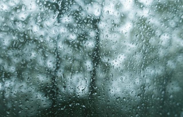 雨が降ってもどガラスが濡れるの写真