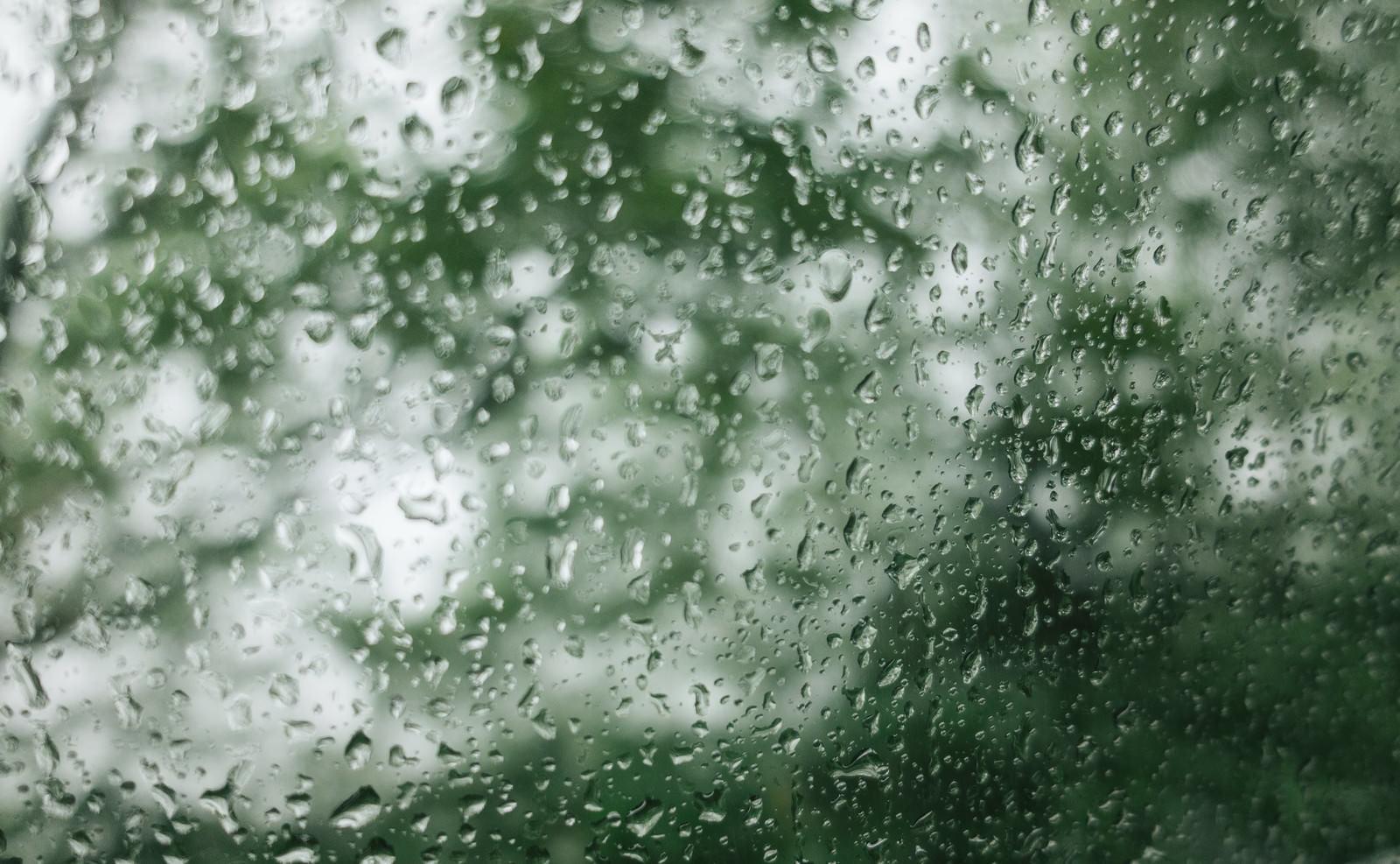 「水滴と窓ガラス」の写真