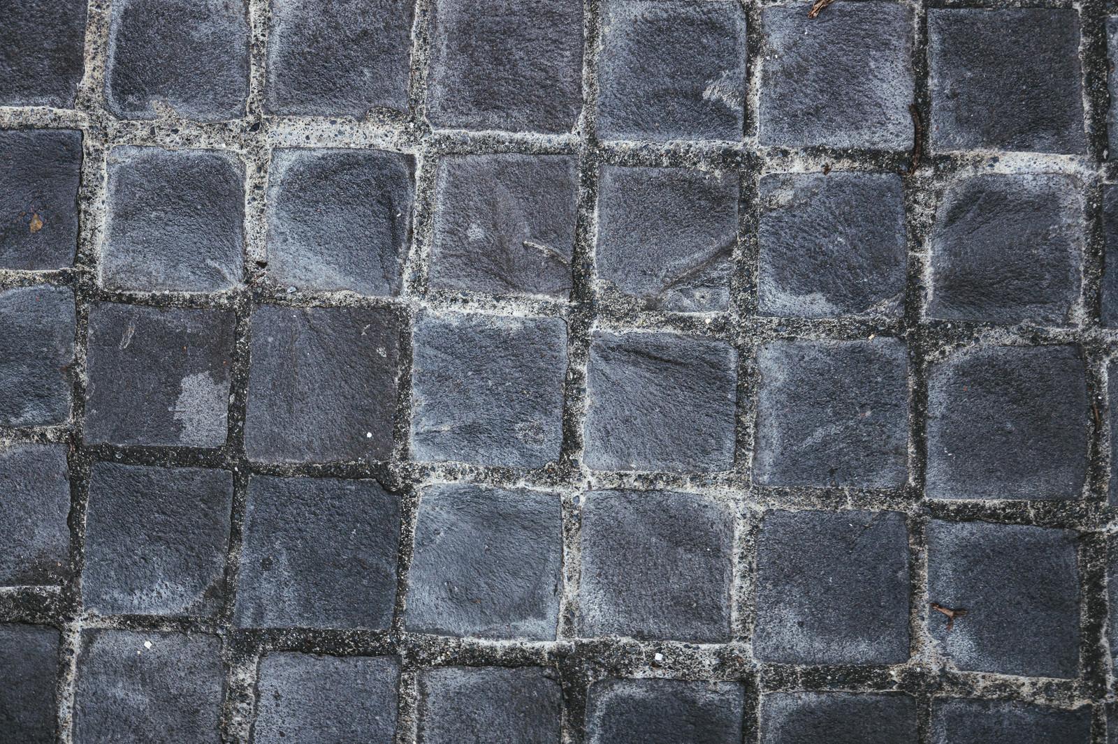 「隙間も均一ではない崩れた床(テクスチャ)」の写真