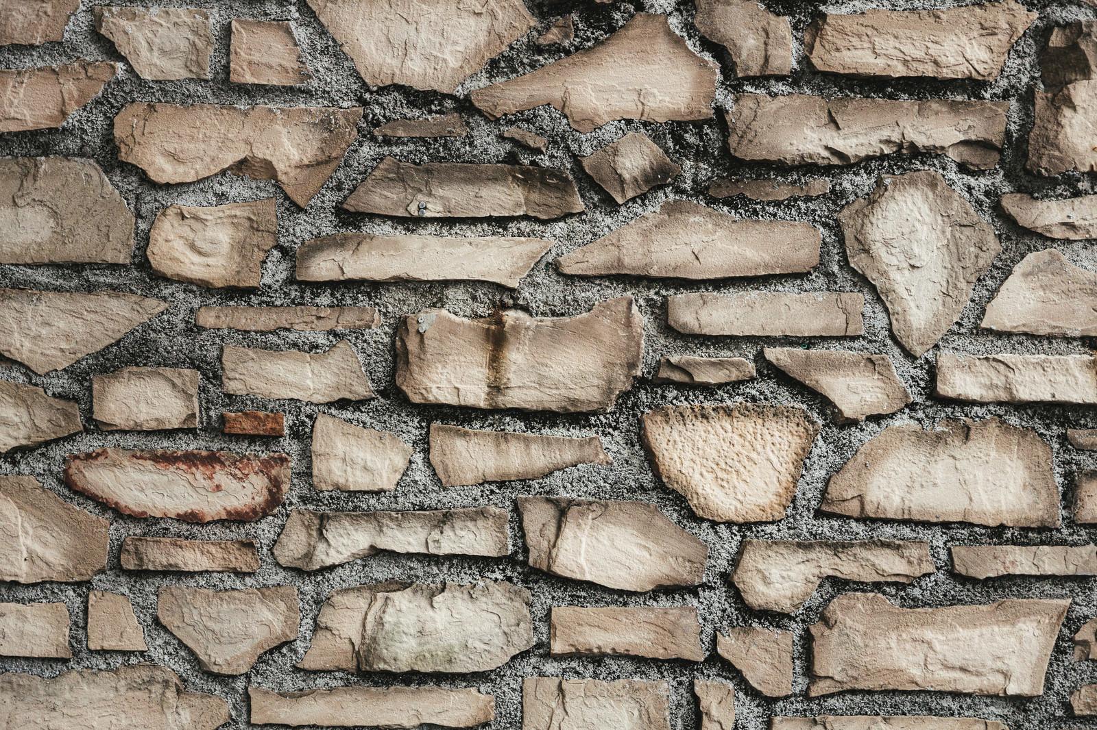 「割れたレンガで造られた壁(テクスチャ)」の写真