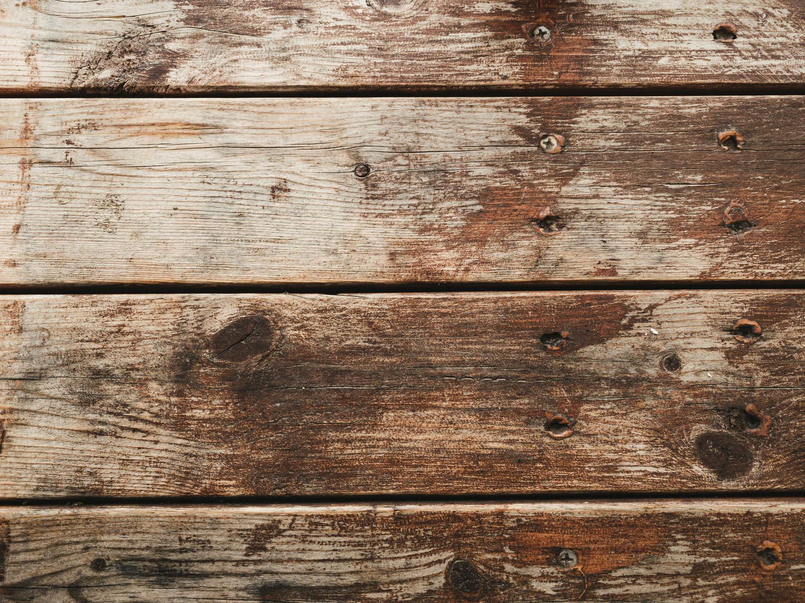 「色褪せたビス止めのフローリング(テクスチャ)」の写真
