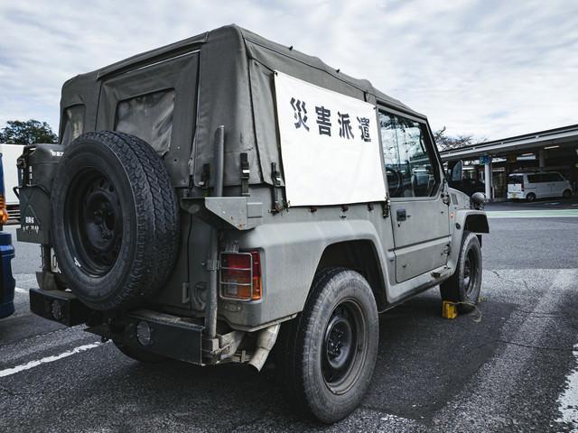 災害派遣に向かう自衛隊のトラックの写真