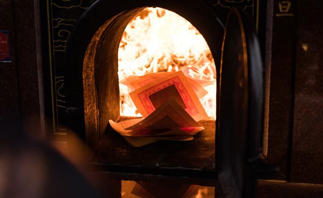 金紙を焚き上げの写真