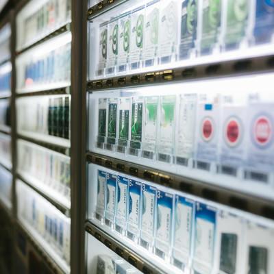 「煙草の自動販売機」の写真素材