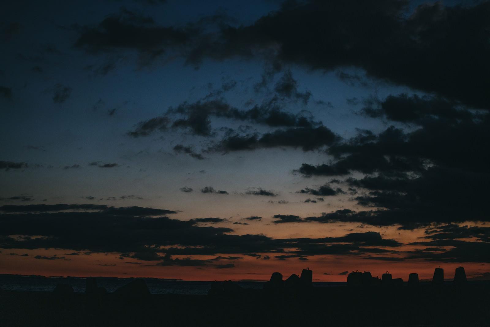 「朝焼けの埠頭」の写真