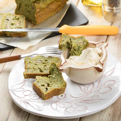 「クリームチーズと春菊のケークサレ」の写真素材