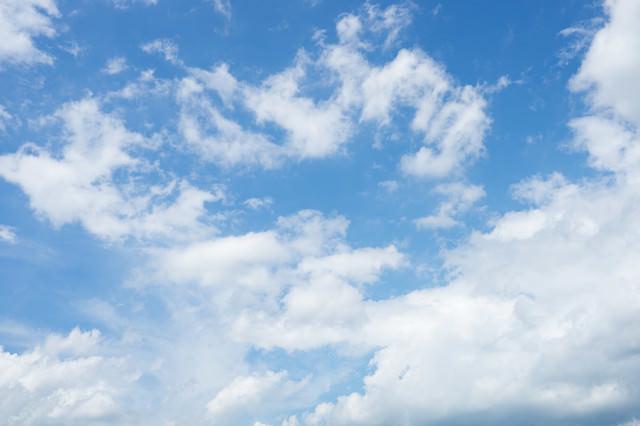 「爽やかな青空と雲」のフリー写真素材