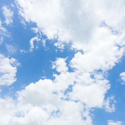 「青い空と曇」の写真素材