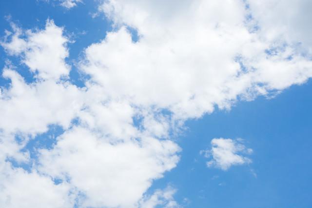 晴れ少しだけ曇りの写真