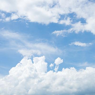 「空全体の雲量が8割までは晴れ」の写真素材