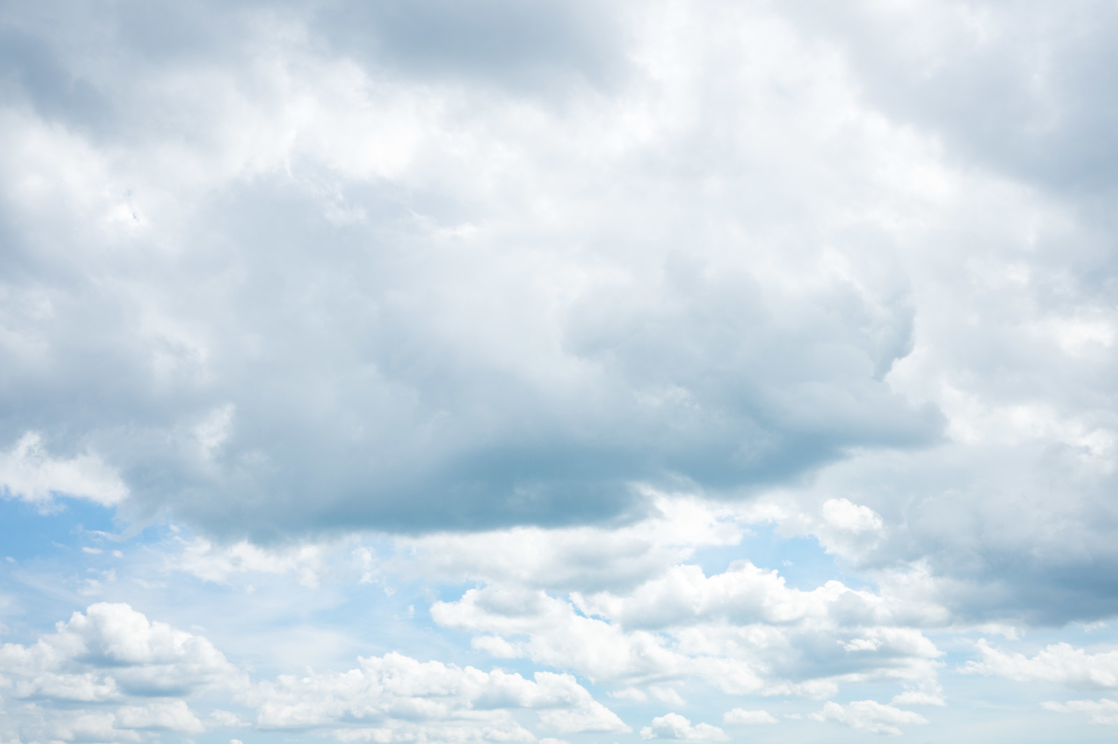 「雲が出てきた空雲が出てきた空」のフリー写真素材を拡大