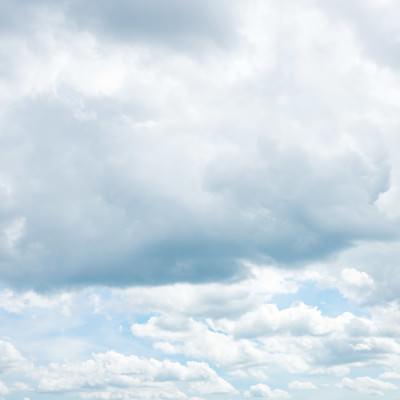 「雲が出てきた空」の写真素材