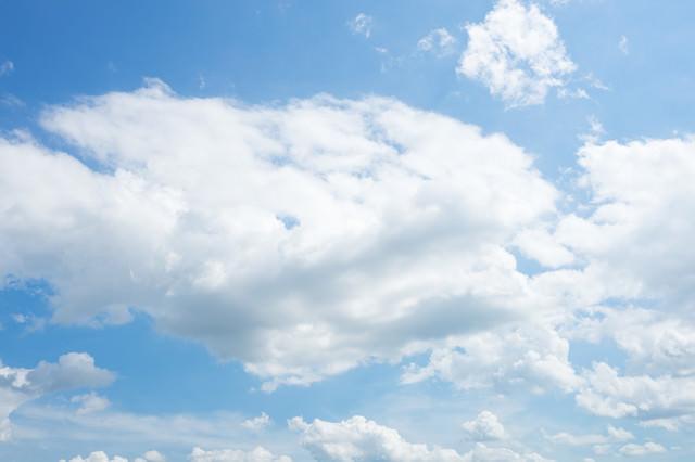 雲と青空の様子の写真