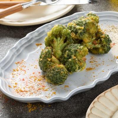 「カレー風味のブロッコリーからあげ」の写真素材