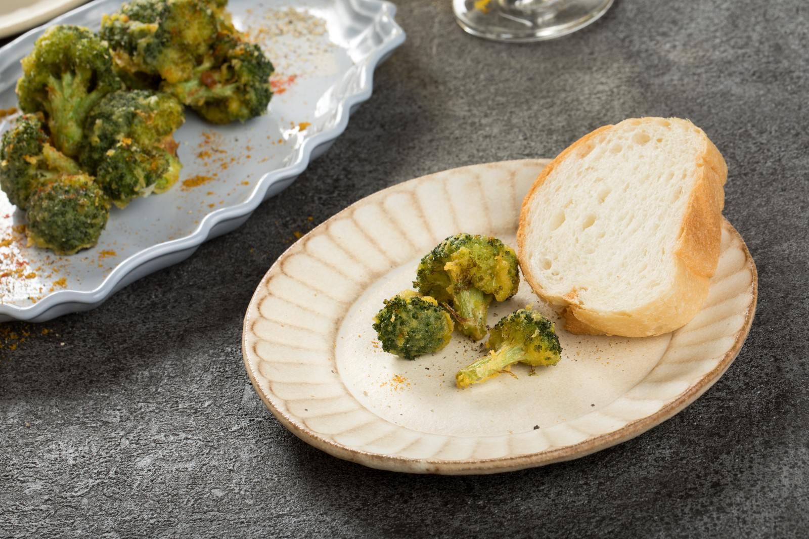 「フランスパンとブロッコリーの唐揚げ」の写真
