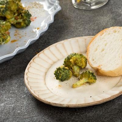 「フランスパンとブロッコリーの唐揚げ」の写真素材