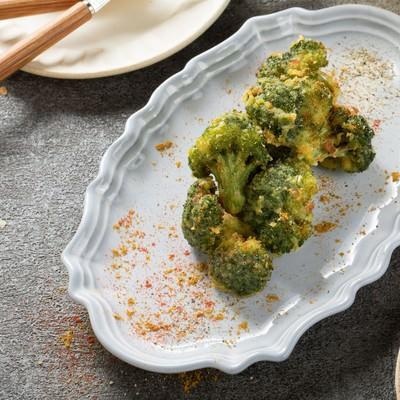 「カレーの風味の米粉のブロッコリー唐揚げ」の写真素材