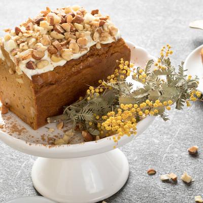 「グルテンフリーのにんじんケーキ」の写真素材