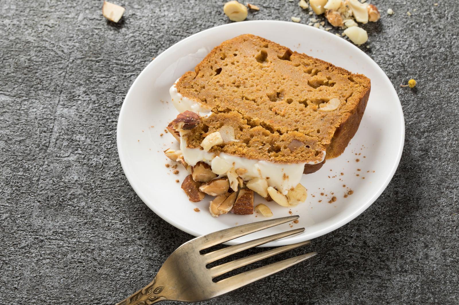 「米粉とおからを使ったグルテンフリーのにんじんケーキ」の写真
