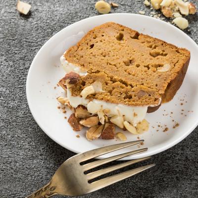 米粉とおからを使ったグルテンフリーのにんじんケーキの写真