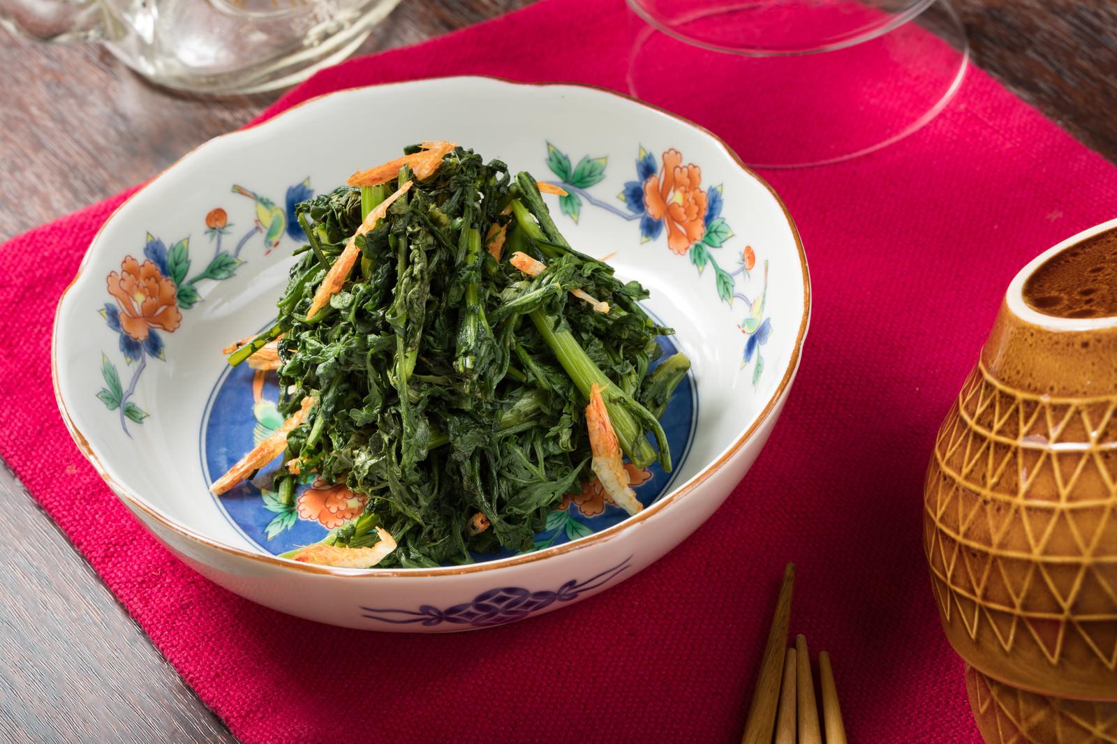 「簡単料理でヘルシーな春菊のナムル」の写真