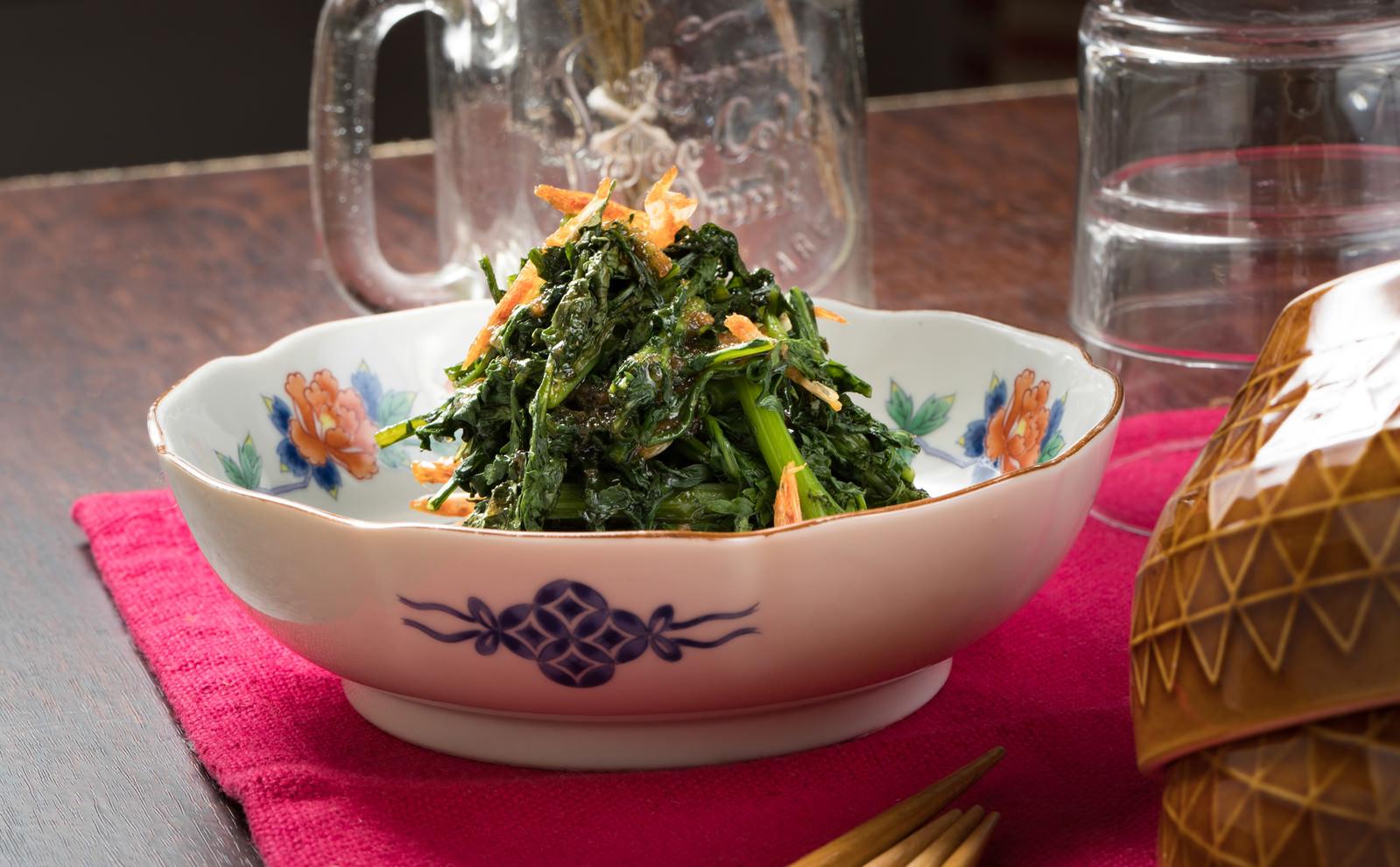 「おつまみにぴったりな手軽レシピ 春菊のナムル」の写真