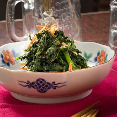 「おつまみにぴったりな手軽レシピ 春菊のナムル」の写真素材