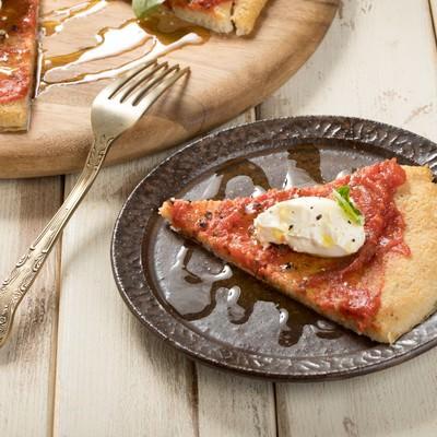 「クリームチーズを乗せたピザ」の写真素材
