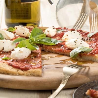 「ヘルシーなカリフラワーピザ」の写真素材
