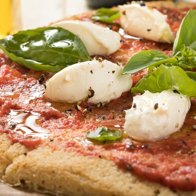 「トマトソースのカリフラワーピザ」の写真素材