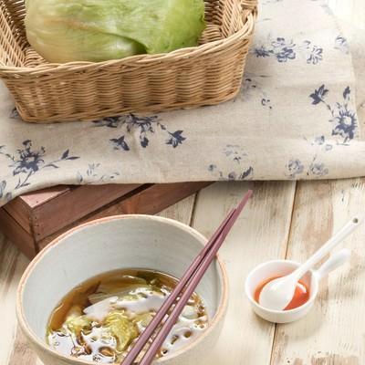 「レタスしかない時のスープ」の写真素材