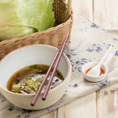 「レタスで作るうま味スープ」の写真素材