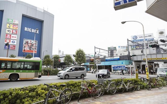 高田馬場駅前の様子の写真