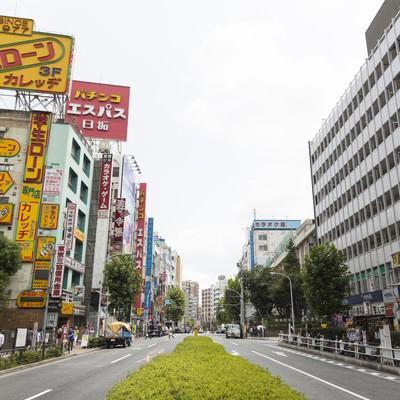 「高田馬場駅前の大通り」の写真素材