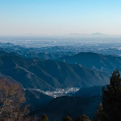 御岳山(東京)から望む筑波山の写真