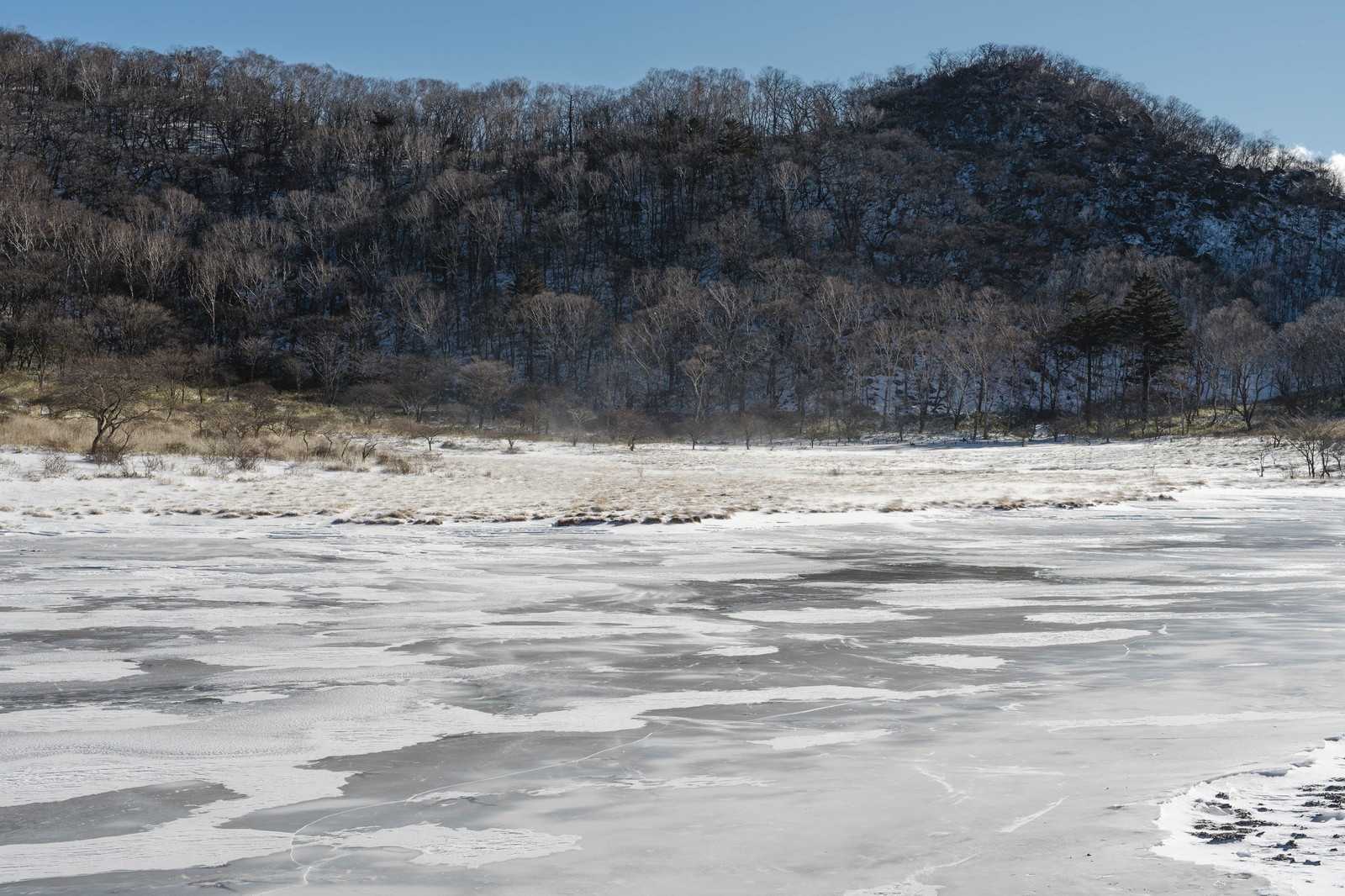 「赤城山覚満淵(かくまんぶち)の雪と風赤城山覚満淵(かくまんぶち)の雪と風」のフリー写真素材を拡大