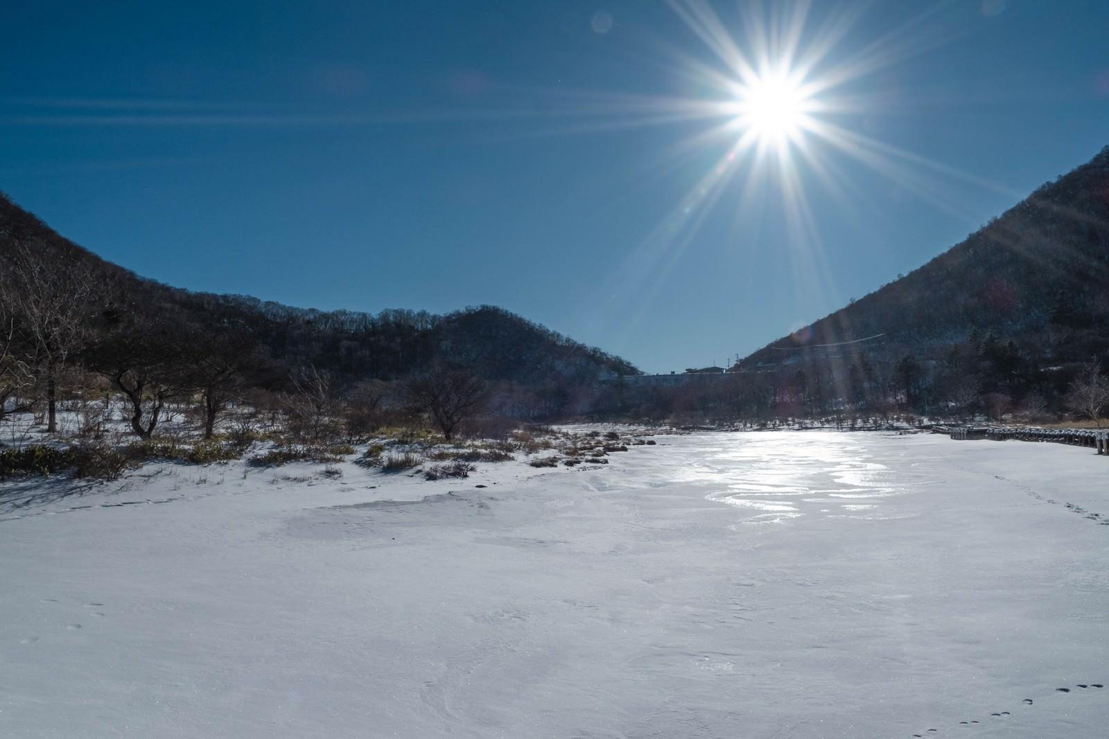 「赤城山覚満淵(かくまんぶち)雪と風のアート赤城山覚満淵(かくまんぶち)雪と風のアート」のフリー写真素材を拡大