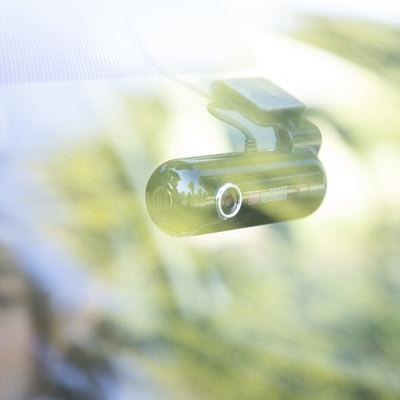 車内に取り付けられたドライブレコーダーの写真