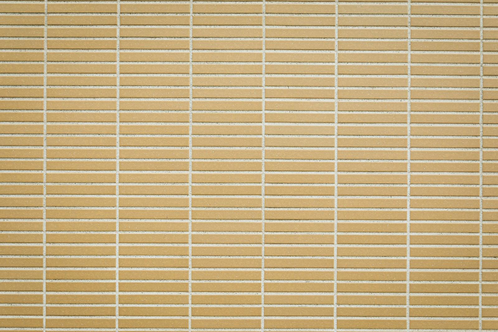 「細長四角のタイル壁」の写真