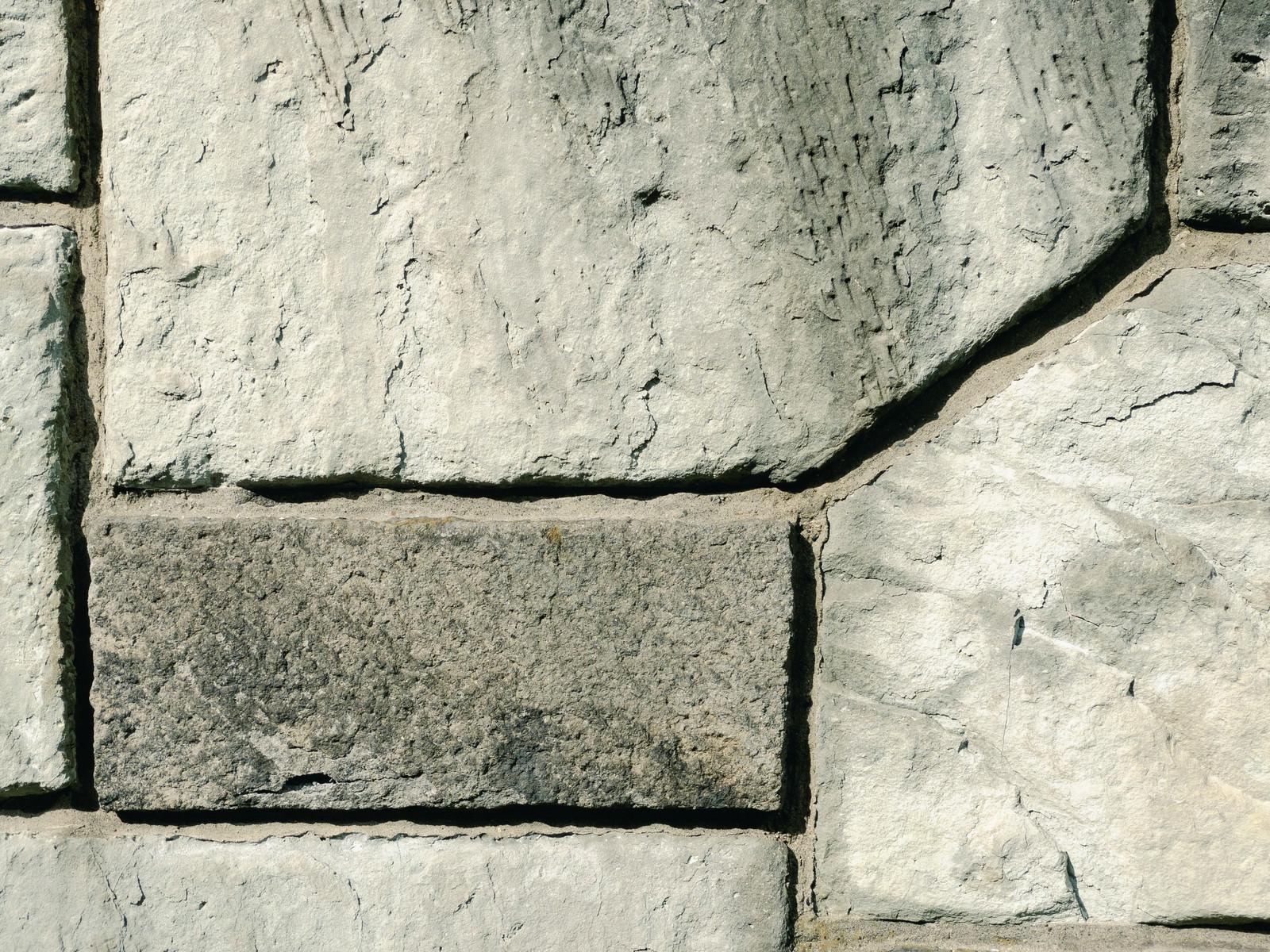 「深い目地のコンクリート仕上げの壁(テクスチャ)」の写真