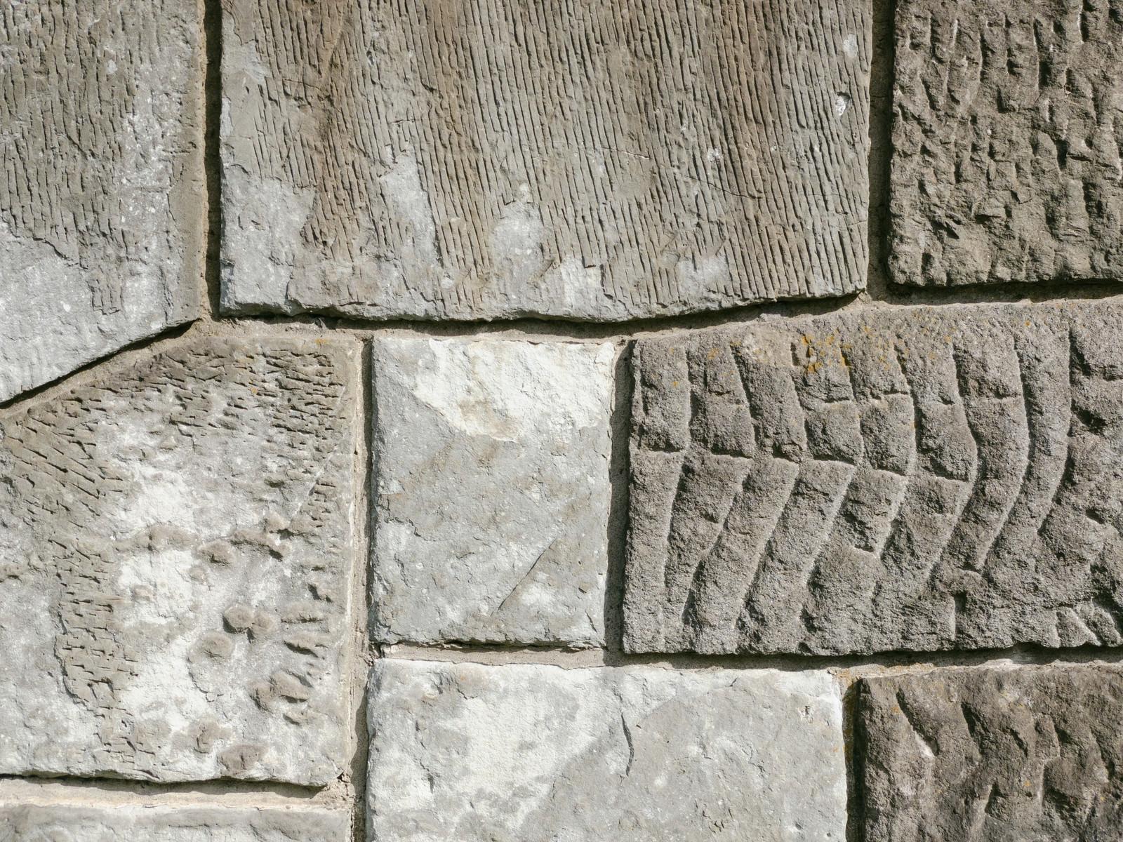 「様々な模様を残したセメントの壁(テクスチャ)」の写真